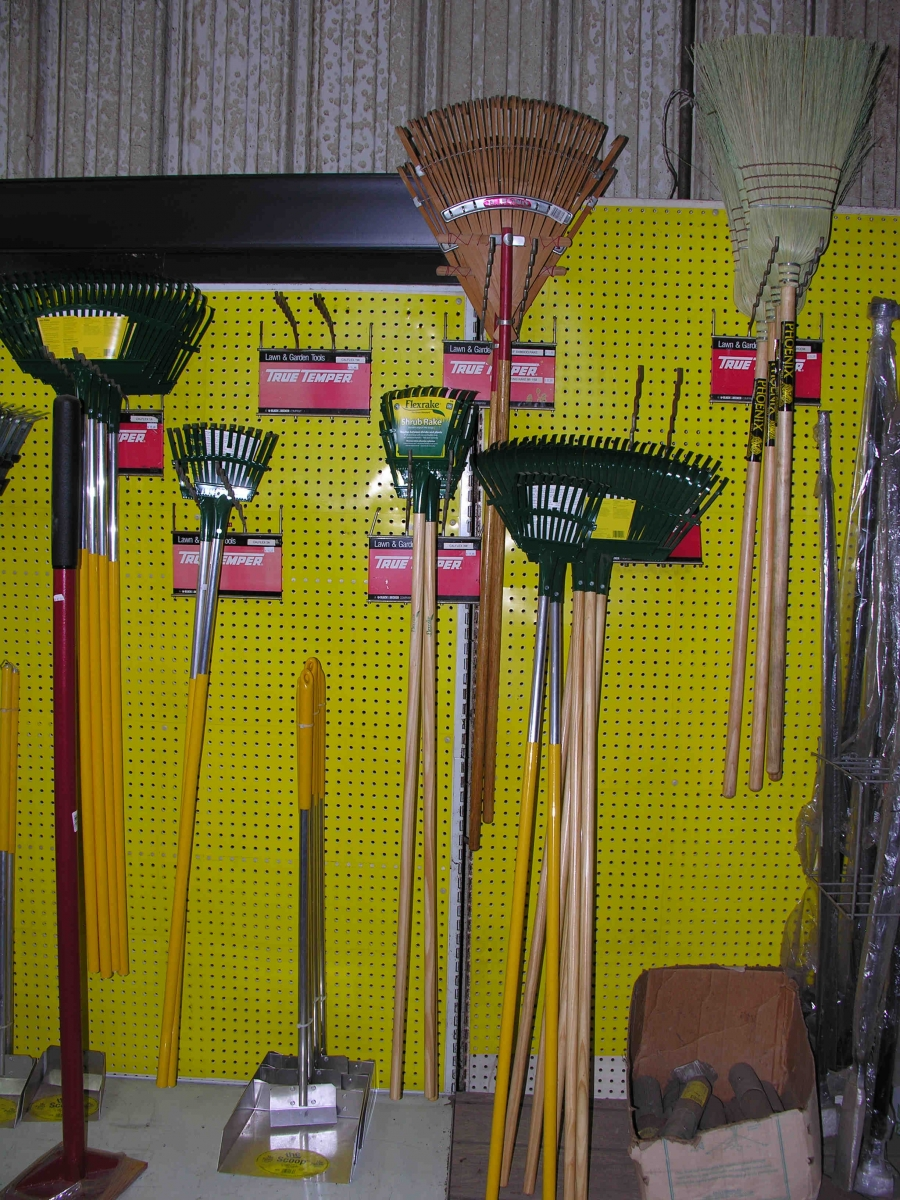 Gardening tools equipment for Tools and equipment in planting